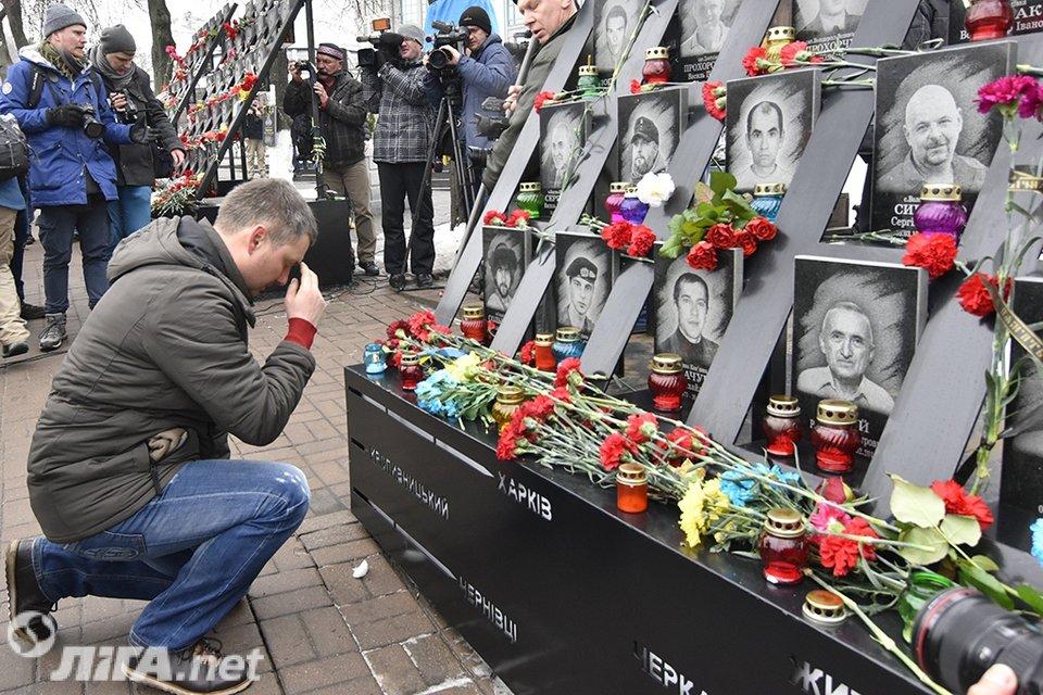 В Киеве почтили память Героев Небесной Сотни - фото 34979