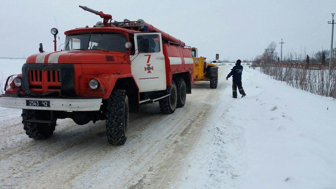 За неделю из снежного плена ГСЧС освободила более 4 тысяч транспортных средств - фото 33877