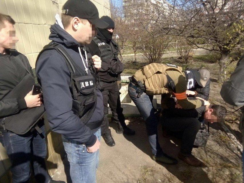 Капитан и полковник полиции Киева требовали от рецидивиста пять тысяч долларов откупа - фото 40542