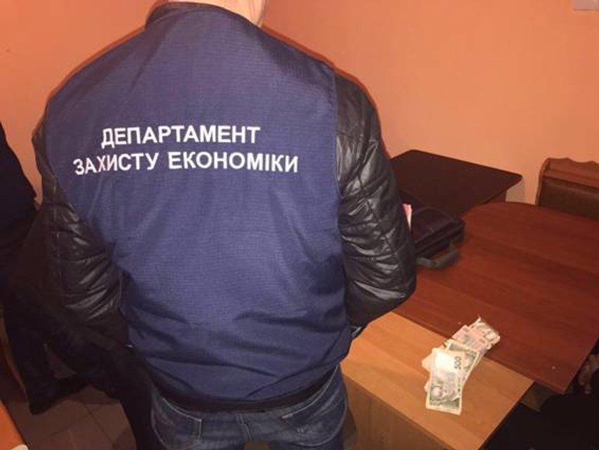 Под Николаевом адвоката поймали во время получения взятки в $7 тысяч - фото 36943