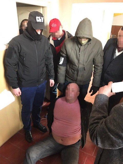 СБУ задержала главу сельсовета на взятке в 250 тысяч евро - фото 39054