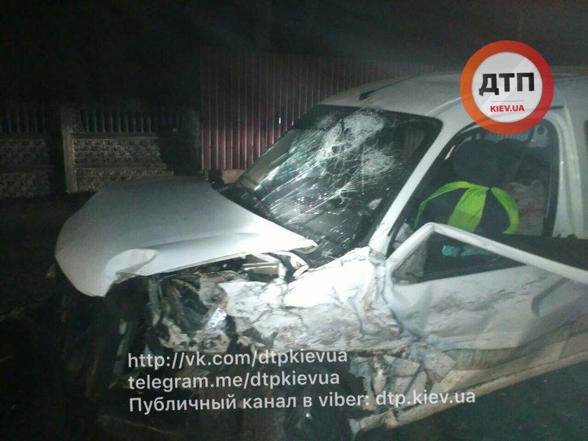 Пьяное ДТП под Киевом: водитель на Тойоте врезался в Пежо. Пять пострадавших - фото 38826