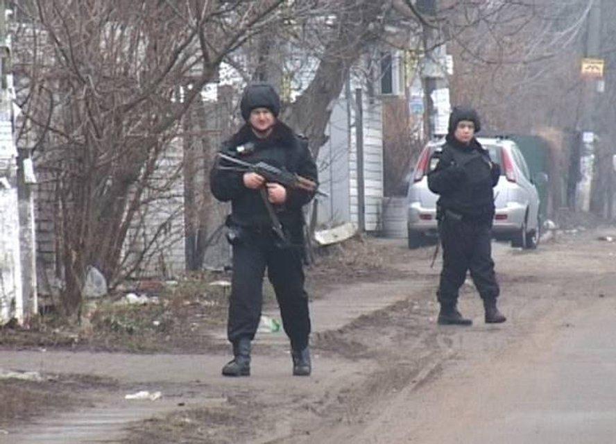 Полиция со стрельбой остановила вооруженного угонщика маршрутки - фото 36620