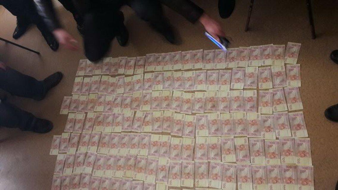 В Запорожье СБУ задержала на взятке следователя полиции - фото 37255