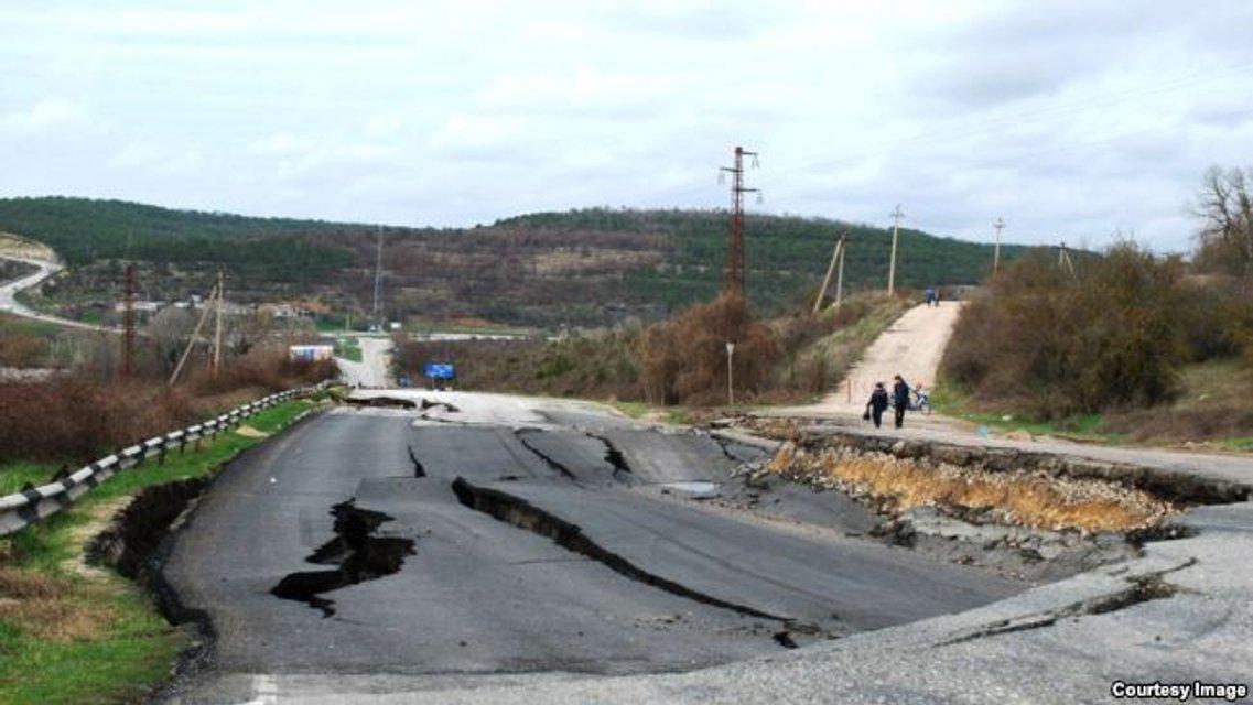 Оккупанты вводят режим чрезвычайного положения в Севастополе - фото 39186