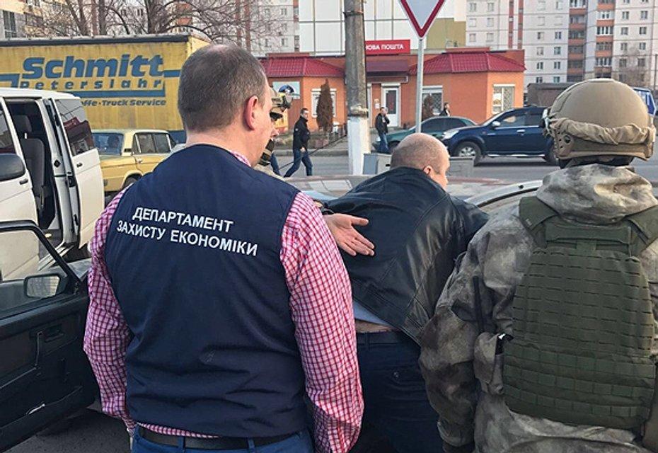 Под Киевом госисполнителя  поймали на взятке $6,6 тыс - фото 37374