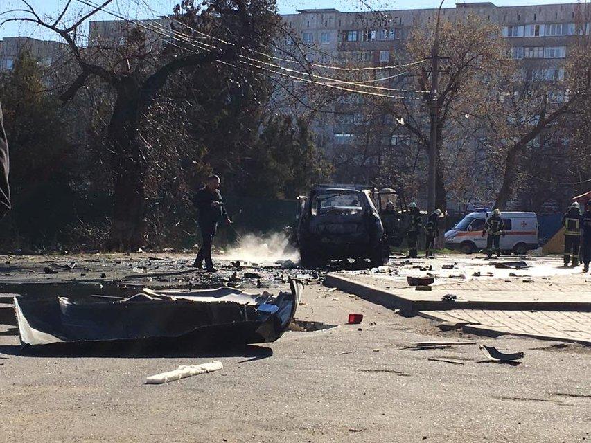 Погибшим в результате взрыва авто в Мариуполе оказался замначальника контрразведки СБУ - фото 40608