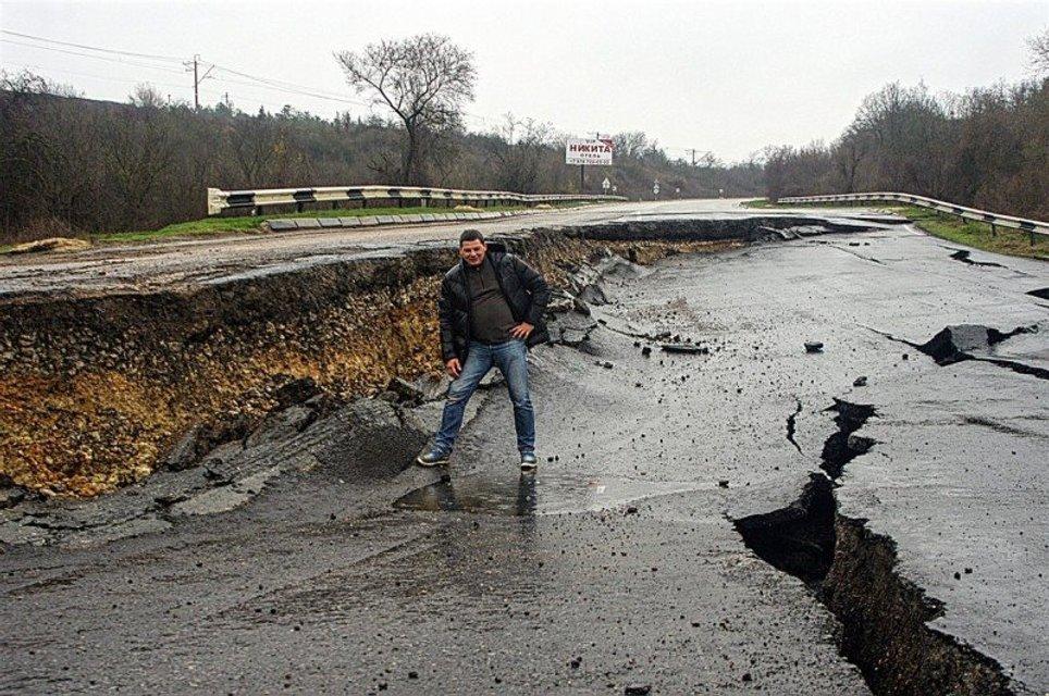 Оккупанты вводят режим чрезвычайного положения в Севастополе - фото 39208