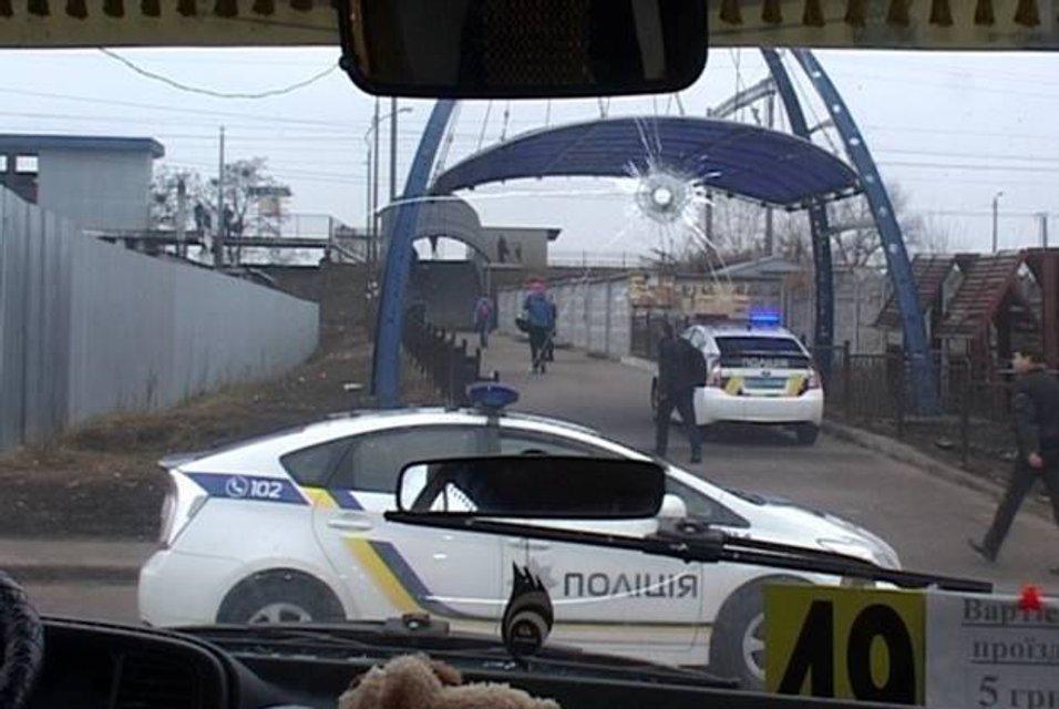 Полиция со стрельбой остановила вооруженного угонщика маршрутки - фото 36619