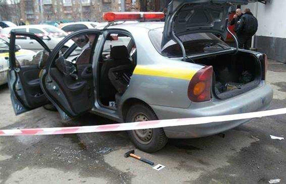 В Киеве неизвестные забрали у сотрудников охранной фирмы сумку с деньгами - фото 39063