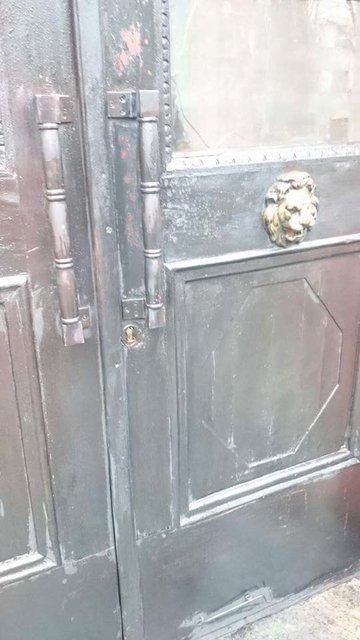 В центре Киева неизвестные подожгли двери Института нацпамяти - фото 36420