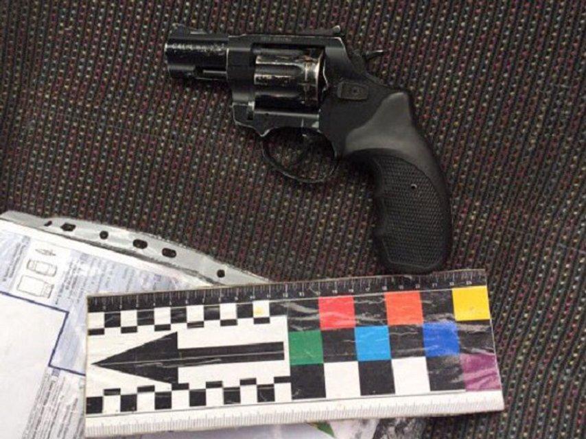 В Ровненской области полиция изъяла янтарь, оружие и наркотики - фото 41728
