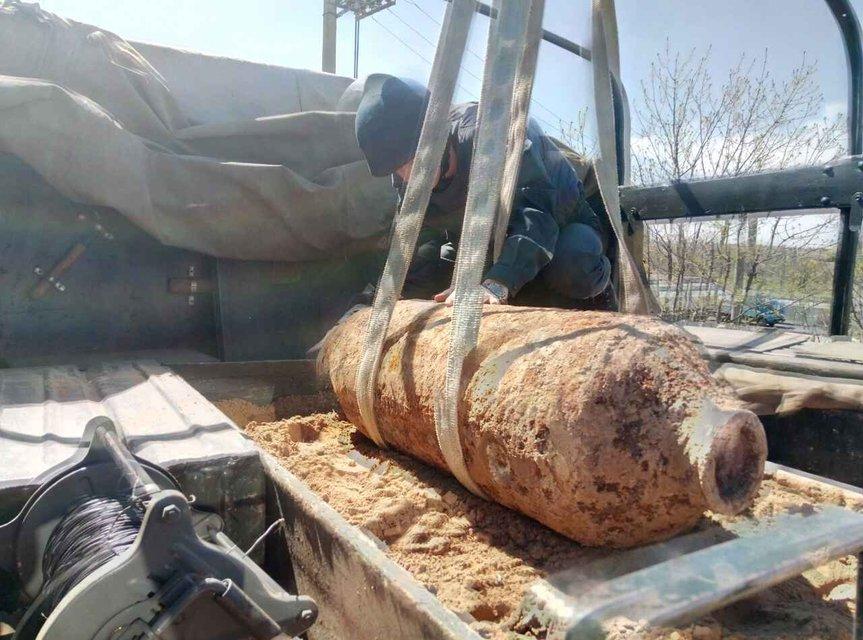 В Одесской области найдена большая авиабомба - фото 44469