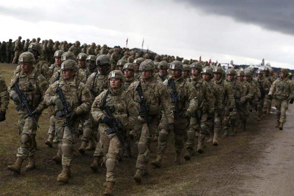 Солдаты НАТО расположились у границы с Россией - фото 42526