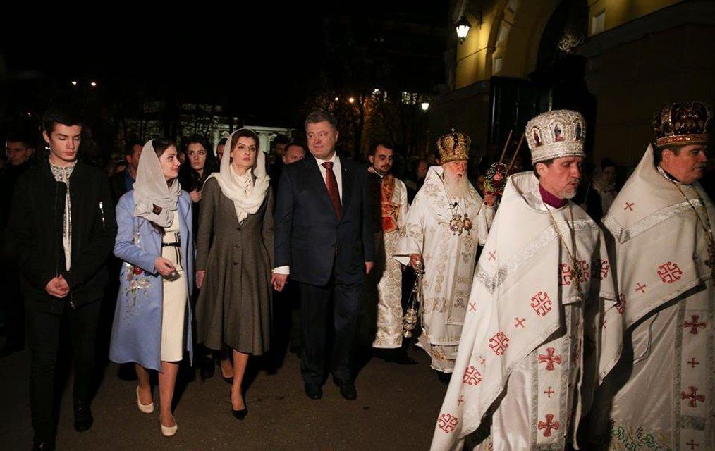 Петр Порошенко поздравил украинцев с Пасхой - фото 42632