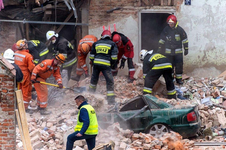 В Польше обрушился жилой дом: погибли школьники - фото 41687