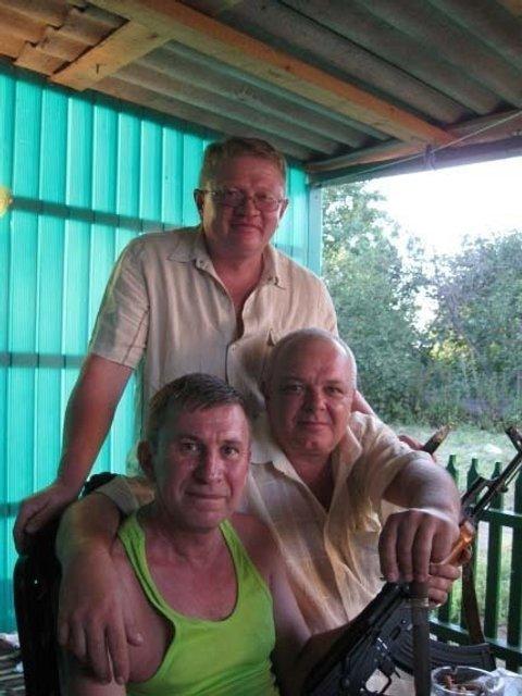 Сергей Тиунов (на заднем плане), Сергей Дубинский (слева с оружием)  - фото 43734