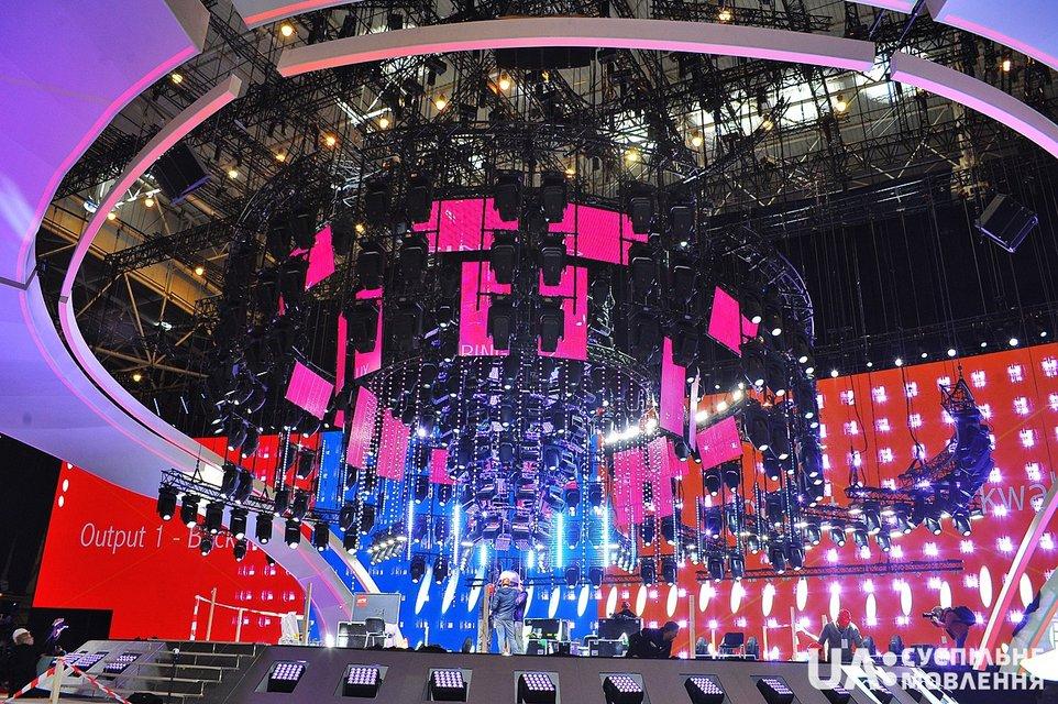 В Киеве презентовали главную сцену Евровидения-2017: появились впечатляющие фото - фото 43125