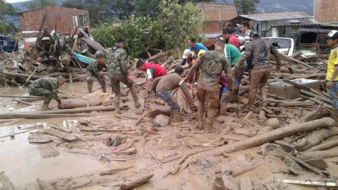 В Колумбии от оползня погибло 250 человек, еще 400 пострадавших - фото 40812