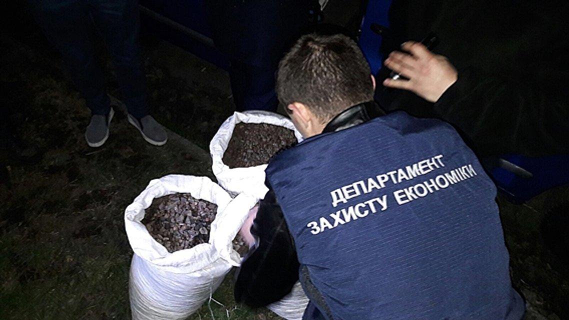Полиция изъяла больше 100 килограммов янтаря в Ровненской области - фото 41154