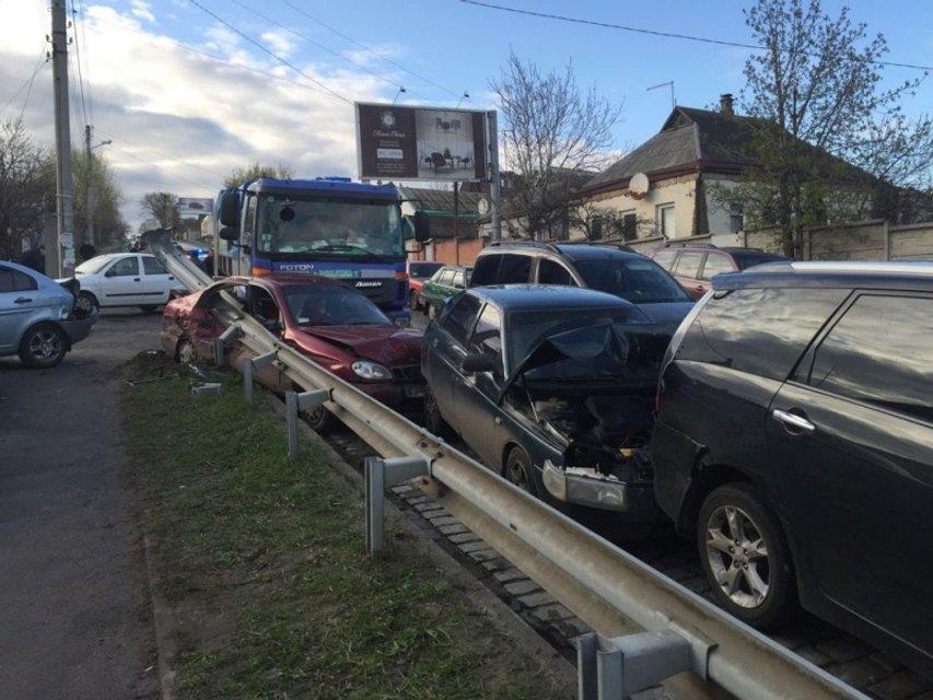 В Харькове в ДТП столкнулись 9 автомобилей - фото 42607