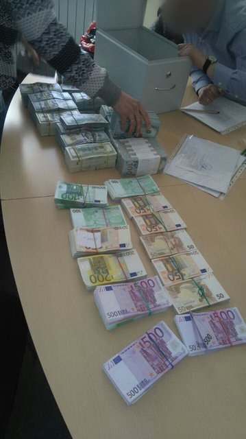Группа переселенцев отправила террористам 60 миллионов гривен - фото 44088