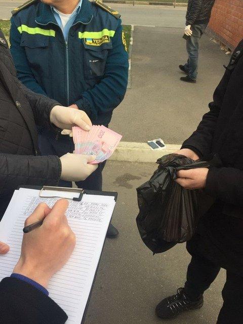 СБУ задержала таможенников, которые покрываликонтрабанду из РФ - фото 41531