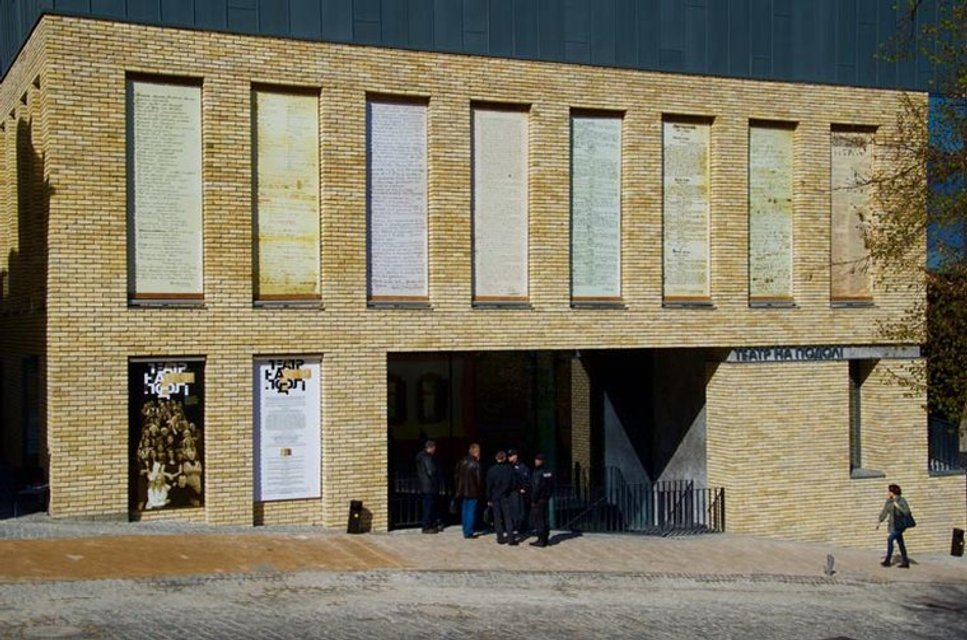 Фасад скандального Театра на Подоле открыли: забора больше нет - фото 41914