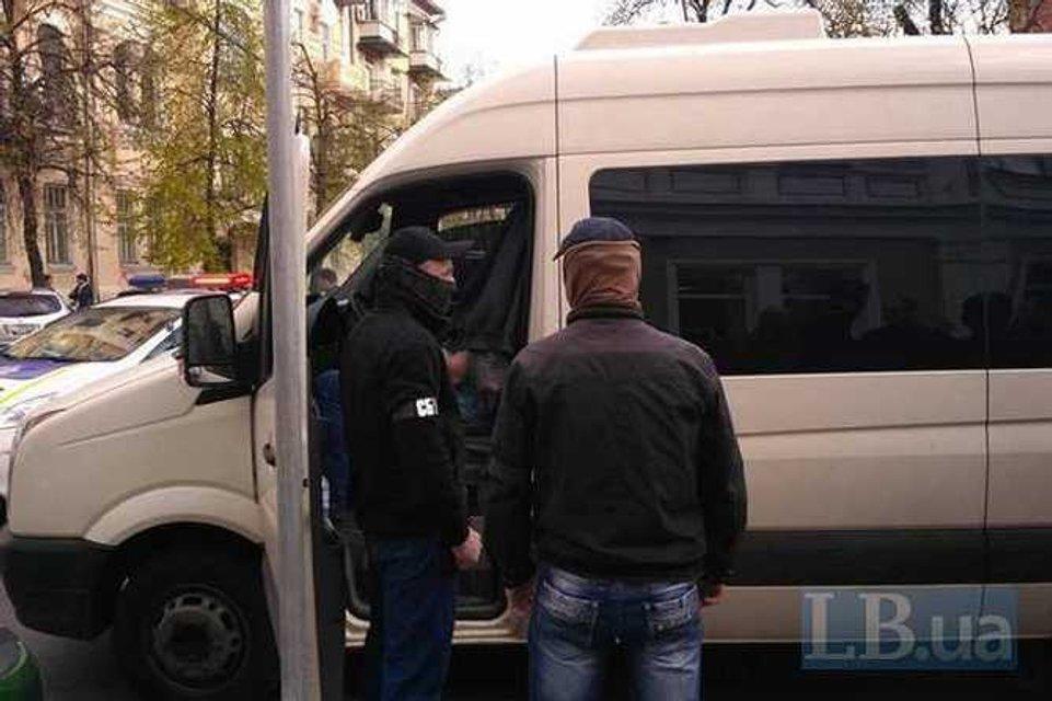 Сотрудники СБУ устроили стрельбу в центре Киева - фото 42057