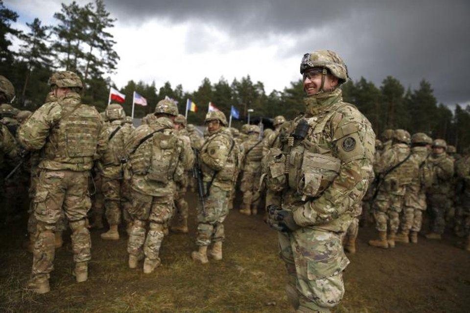 Солдаты НАТО расположились у границы с Россией - фото 42527