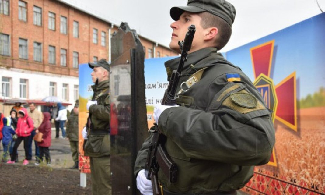 В Николаеве открыли мемориал в память погибших бойцов Нацгвардии - фото 41795