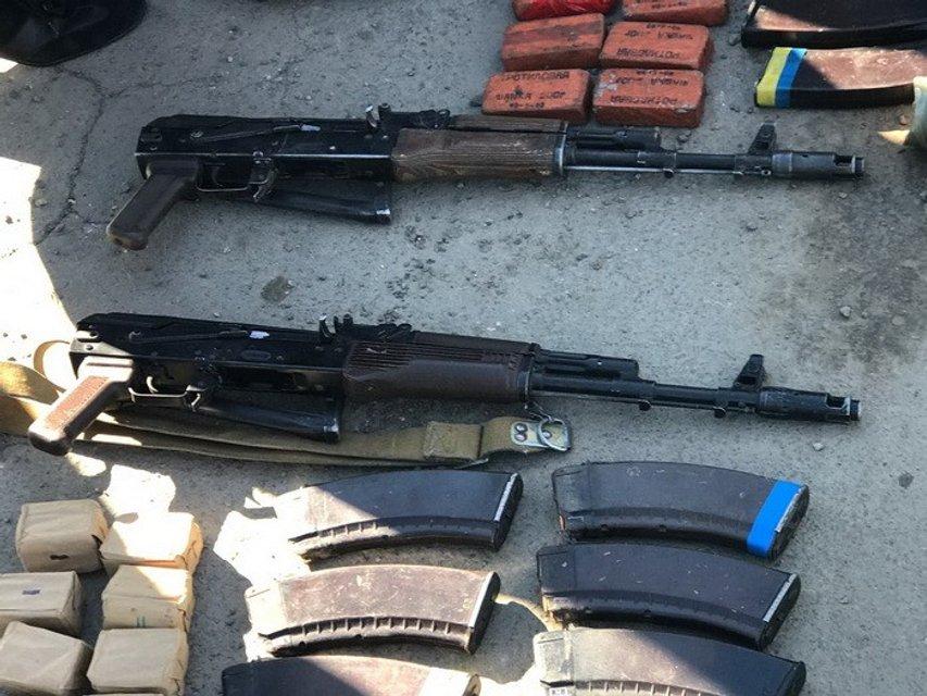 В Николаеве продавали оружие напрямую со склада воинской части - фото 44151