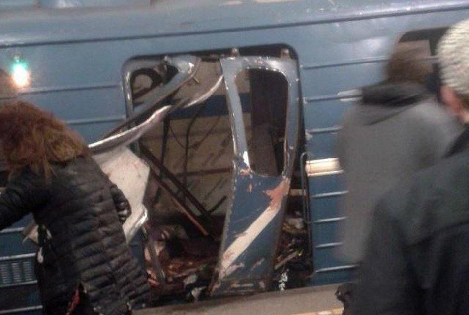 В метро Санкт-Петербурга прогремел взрыв, есть пострадавшие - фото 40973
