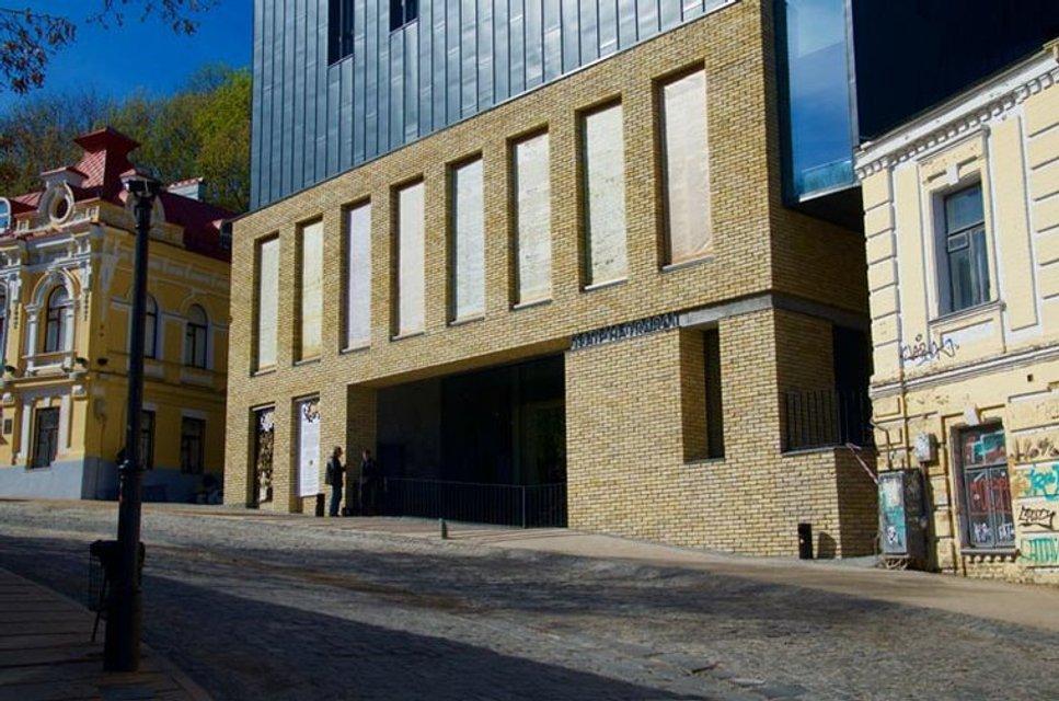 Фасад скандального Театра на Подоле открыли: забора больше нет - фото 41916
