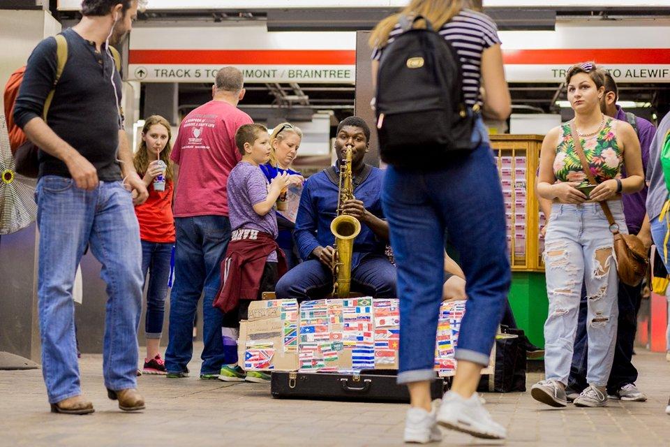 Саксофонист в метро - фото 43208