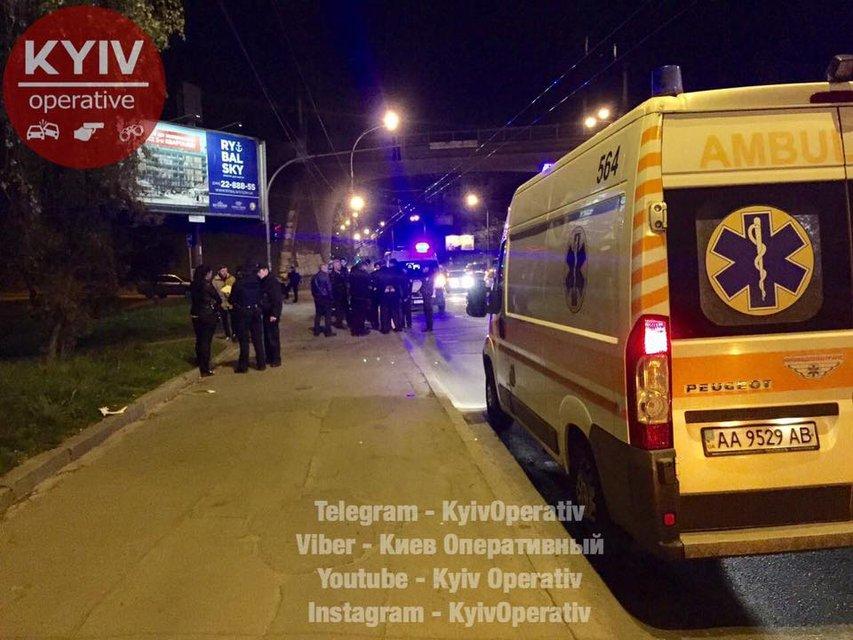В Киеве произошла стрельба, есть раненые - фото 43932