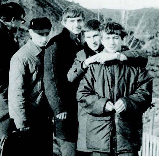 Майбутній російський олігарх Аркадій Ротенберг з друзями на змаганнях з дзюдо - фото 43011