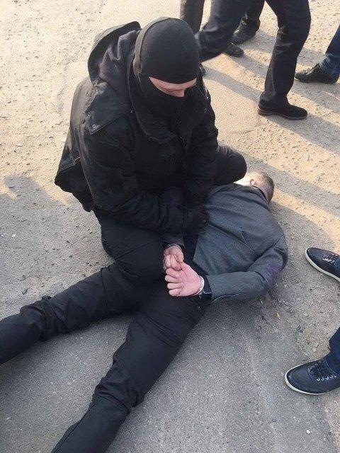 Один из руководителей харьковской налоговой обложил данью бизнесмена - фото 41300