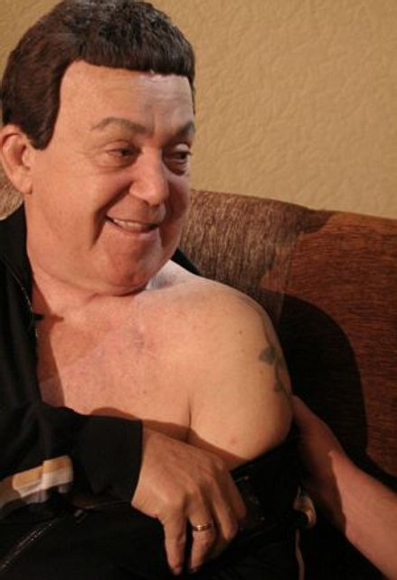 Чиновник с драконом. Семь известных политиков с татуировками на теле - фото 43035