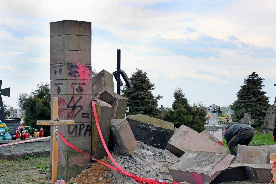 В Польше разобрали памятник УПА - фото 44141
