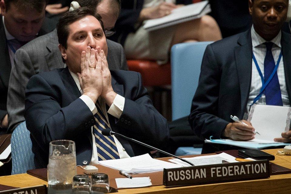 Заместитель постоянного представителя России в ООН Владимир Сафронков брошен на растерзание - фото 41578