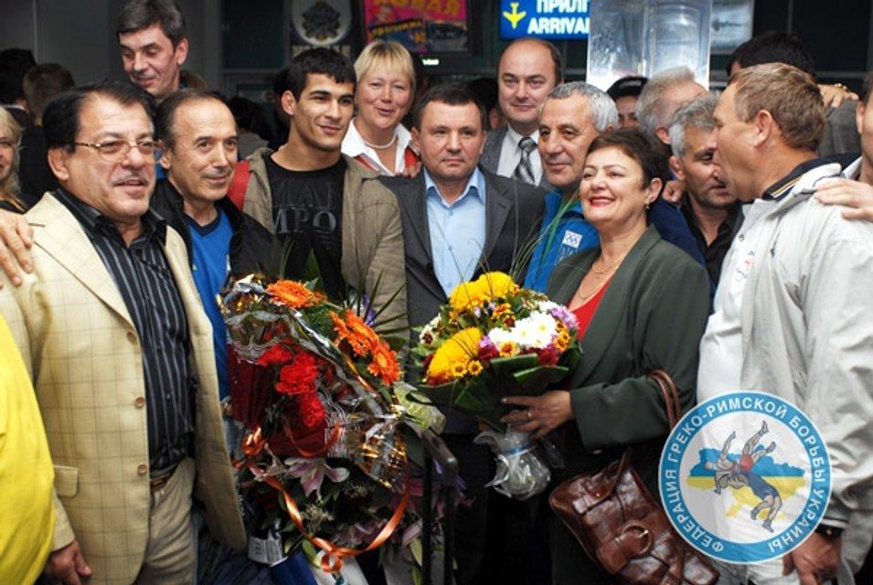 Володимир Кисіль (у центрі) з вихованцями та однодумцями - фото 43065