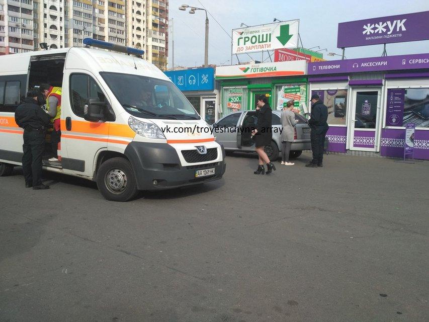 В Киеве автомобиль Савченко сбил пенсионерку - фото 42294