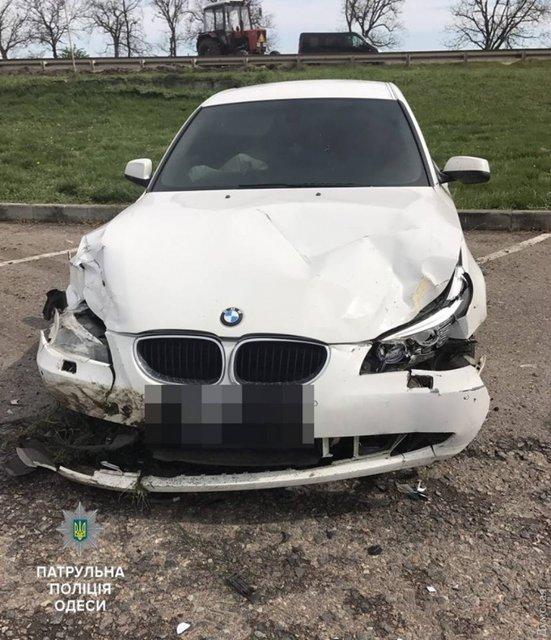 В Одессе водитель BMW сбил насмерть работницу дорожной службы и скрылся с места ДТП - фото 43078