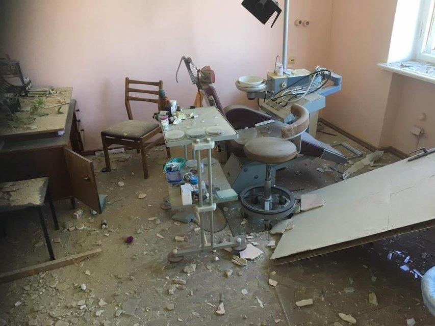 Стреляли в больницу и школу. Появились фото циничных обстрелов террористами Красногоровки - фото 48546