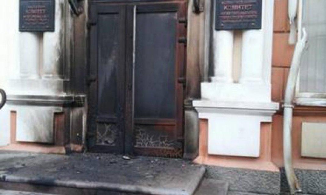 Ночью неизвестные пытались поджечь Мелитопольский горсовет - фото 47513