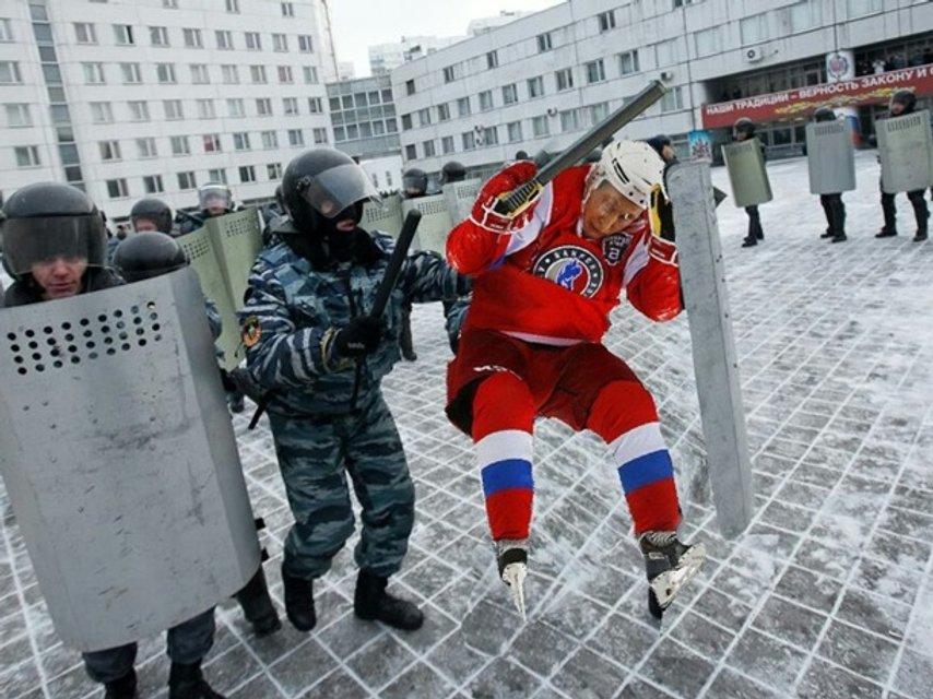 Путин эпично упал: соцсети высмеяли падение президента России - фото 46053
