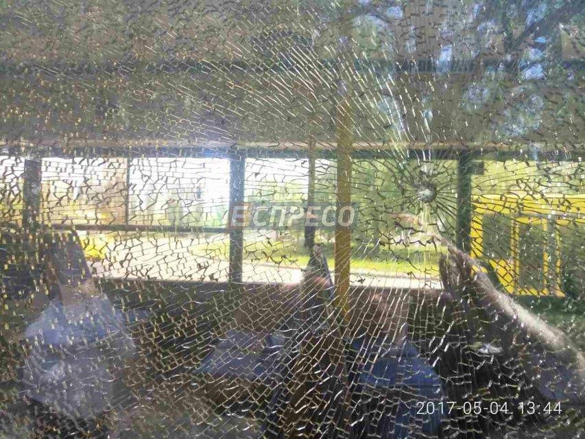 В Киеве обстреляли автобус с пассажирами - фото 45048