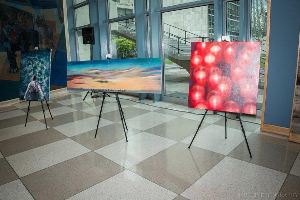 Современные украинские художники прорвались в штаб-квартиру ООН - фото 47361