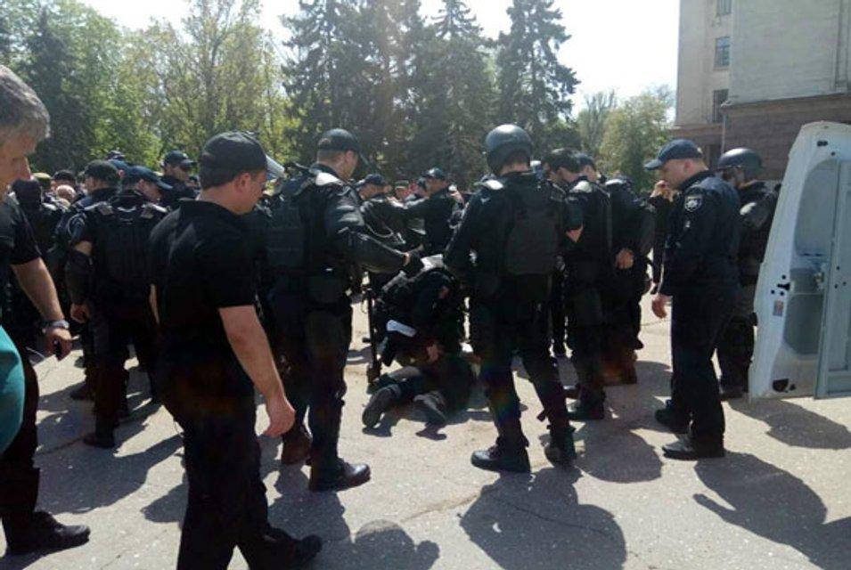 Первое задержание: на Куликовом поле в Одессе полицейские скрутили жителя Черноморска - фото 44718